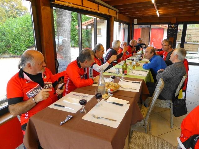 Repas au restaurant `l`Allée des Vernes`